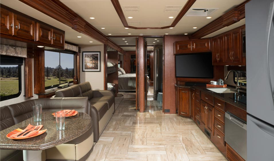 2018 Fleetwood Discovery LXE RV Texas